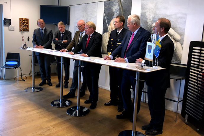 Peter Hultqvist under invigningen av centret